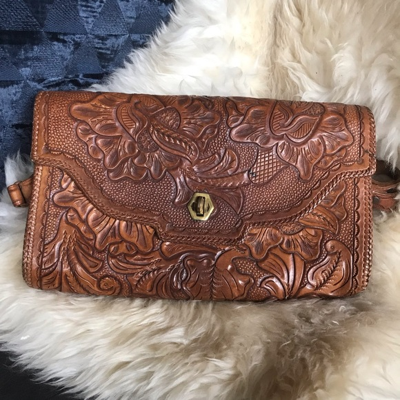 b735e55a4370 Vintage Tooled Leather Purse👑🌵. M_5c7846bd035cf1f18ef0dfe2
